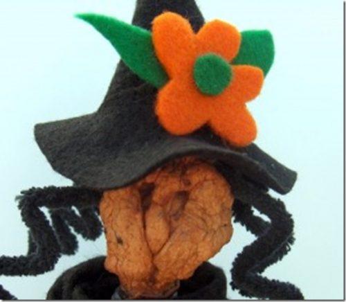 http://creativecynchronicity.com/2010/09/hazel-the-halloween-witch/