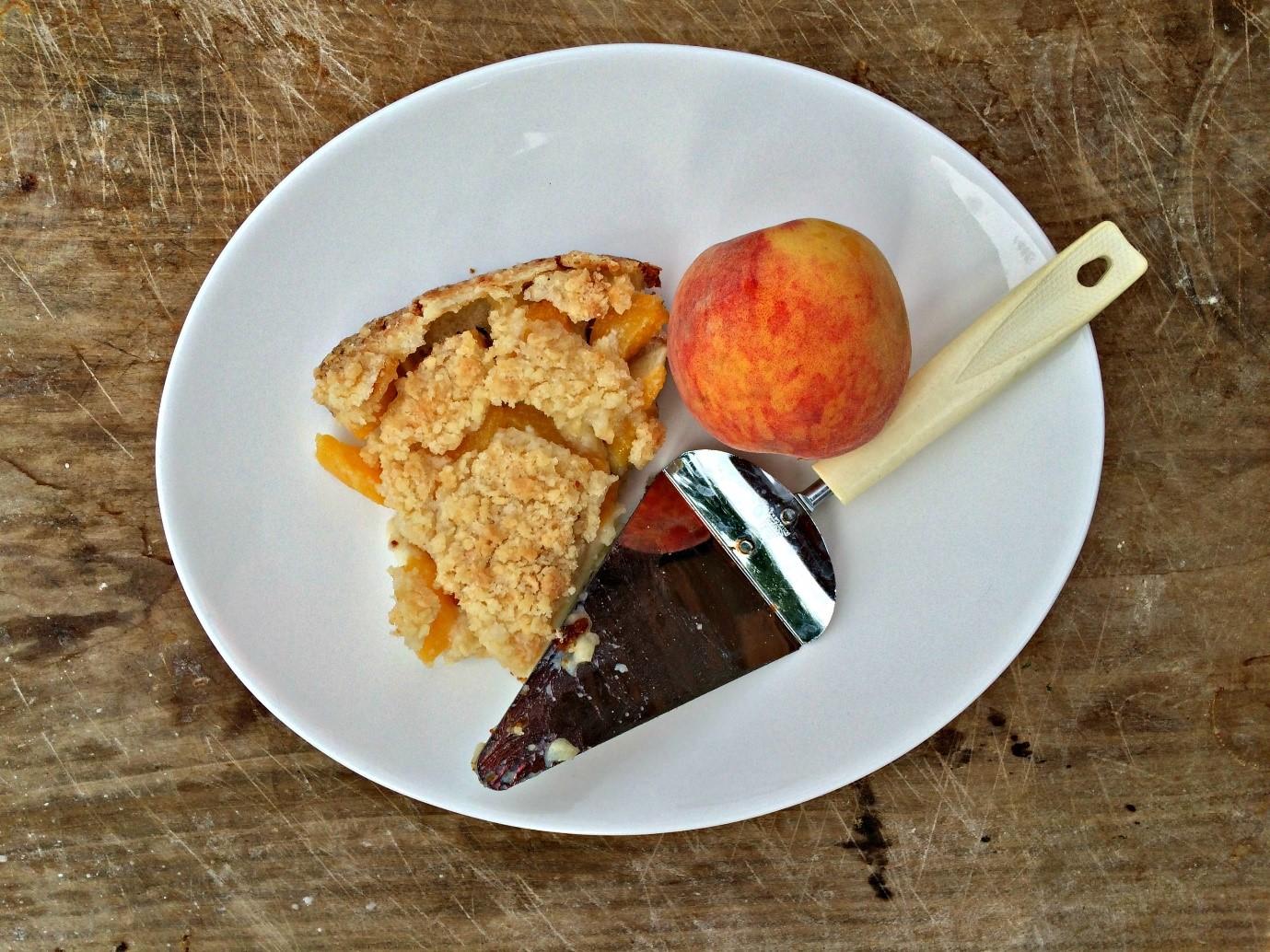 Peaches and Cream Pie with Graham Cracker Crust