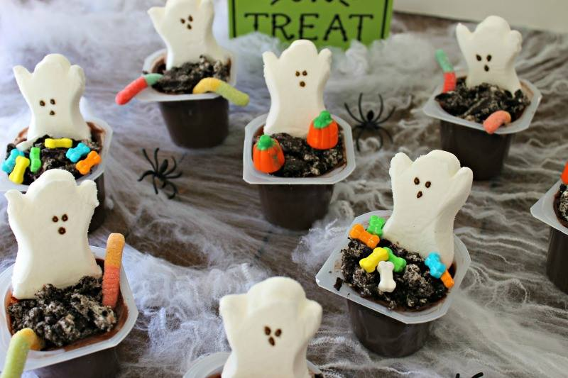 halloween-graveyard-pudding-cups