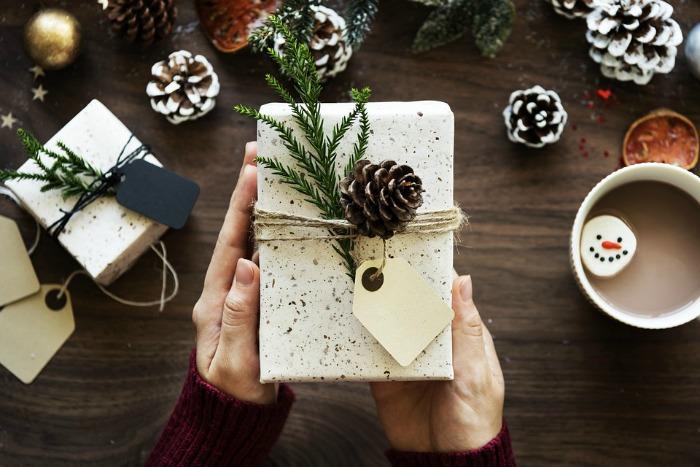 tips for saving money on Christmas