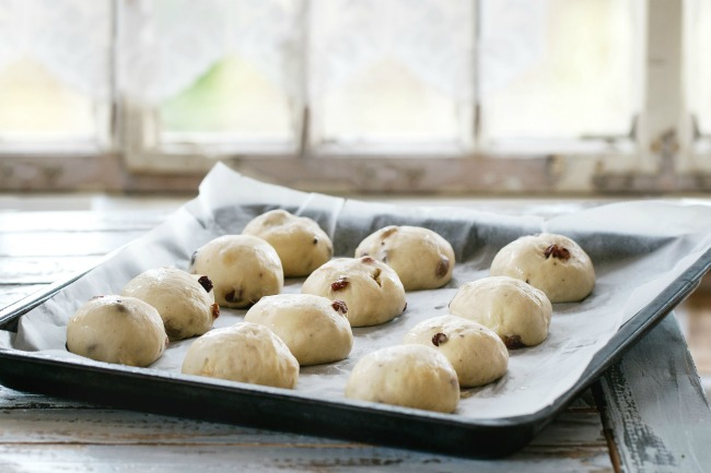 hot cross buns rising