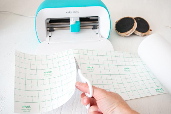 cut smart vinyl to size to fit Cricut Joy